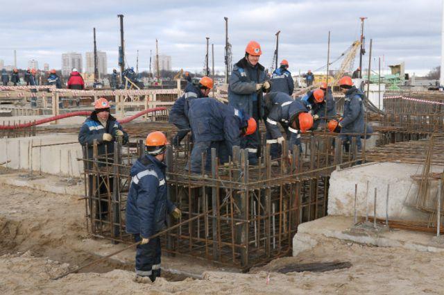 Более 700 калининградцев изъявили желание поработать на стройке к ЧМ-2018.