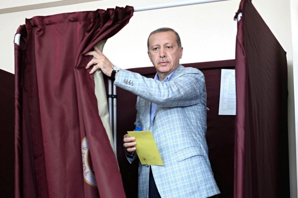 Эрдоган победил на первых в стране прямых выборах Президента, Стамбул, 10 августа 2014.