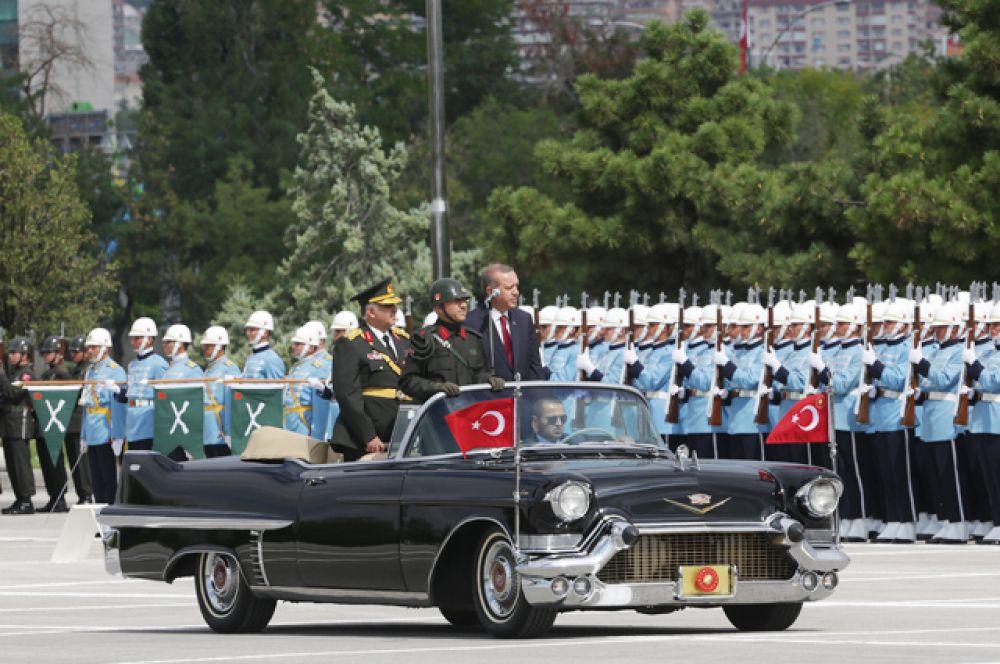 Президент Турции Реджеп Тайип Эрдоган на параде в честь Дня Победы в Анкаре, 30 августа 2014.