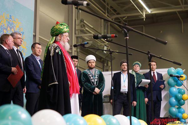 Почётным гостем мероприятия стал Верховный Муфтий, председатель центрального духовного управления мусульман России Шейх-уль-ислам Талгат Сафа Таджутддин.