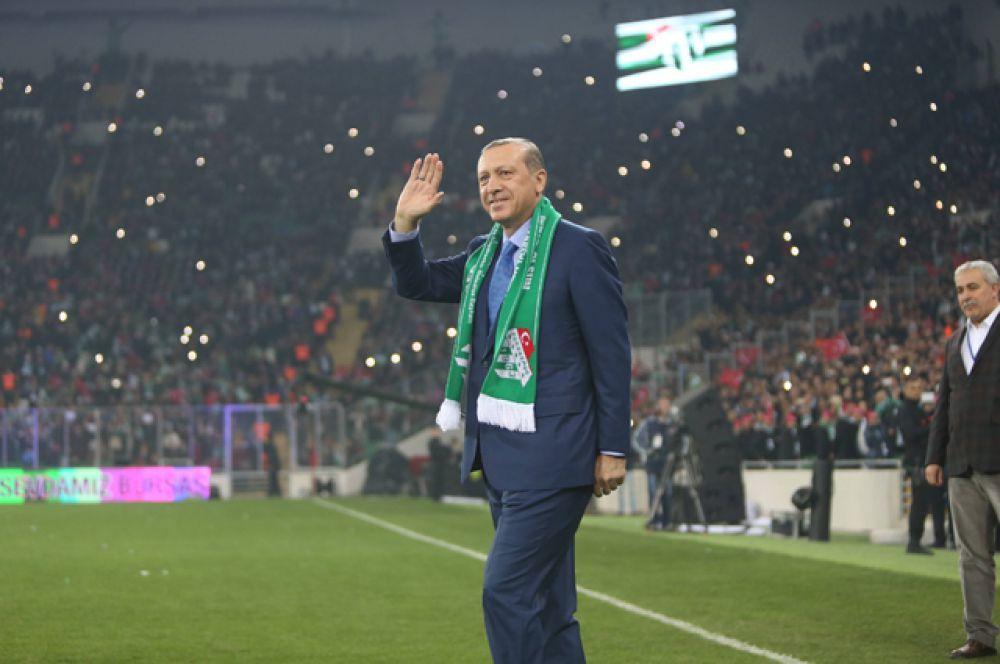 Реджеп Тайип Эрдоган на стадионе «Бурса Ататюрк», 21 декабря 2015.