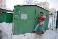 Спорить с соседом из-за земли под гаражом придётся в суде.