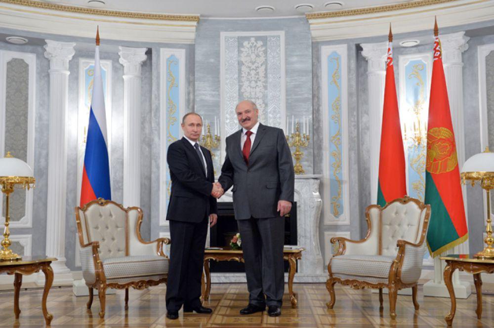 Во время встречи Лукашенко поблагодарил российского президента за поддержку и помощь.