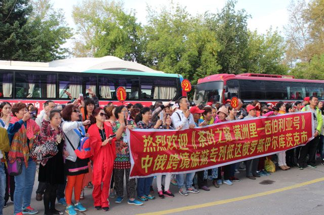 Китайские туристы охотно путешествуют по Сибири на поезде