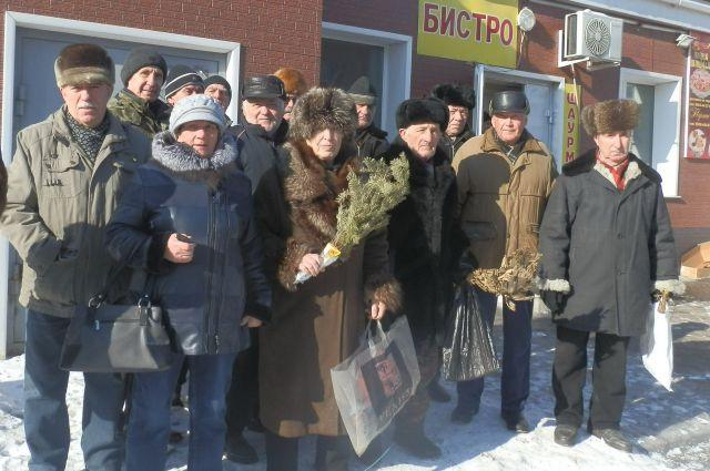 Жители Дальнереченска выходят на акции протеста с вениками.