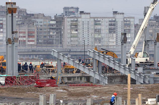 На калининградском стадионе к ЧМ-2018 начали монтировать трибуны.