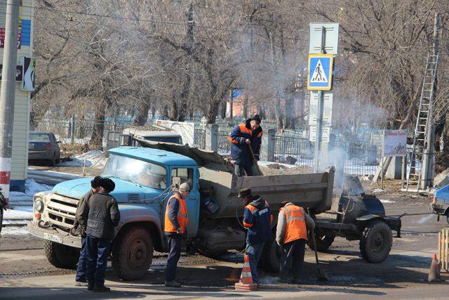 Выбоины на ульяновских дорогах появляются чаще, чем их заделывают.