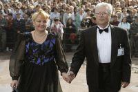 Российские актеры Наталья Гвоздикова (слева) и Евгений Жариков (справа) на XX Московском международном кинофестивале.