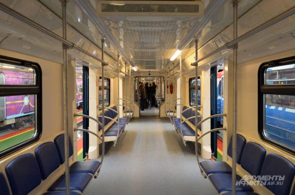 Сегодня на линиях метро действуют несколько таких поездов и, судя по отзывам, они очень нравятся пассажирам, так как позволяют выбирать более свободный вагон и экономить время в пути, входя и выходя из поезда через наиболее удобные двери.