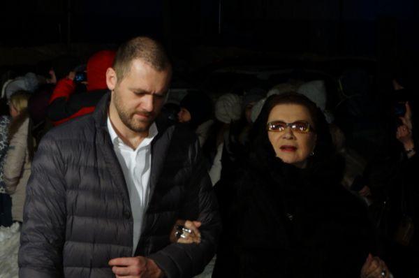 Актриса Алла Демидова и актёр Денис Шведов.