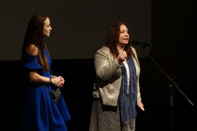Анна Снаткина и Наталья Бондарчук перед премьерой фильма.