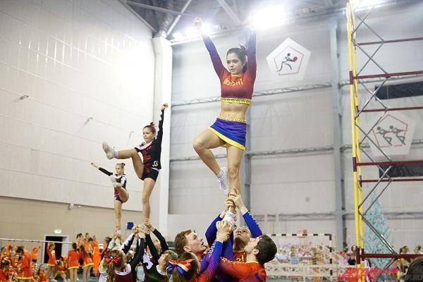 Черлидинг – один из самых красивых и зрелищных командных видов спорта.