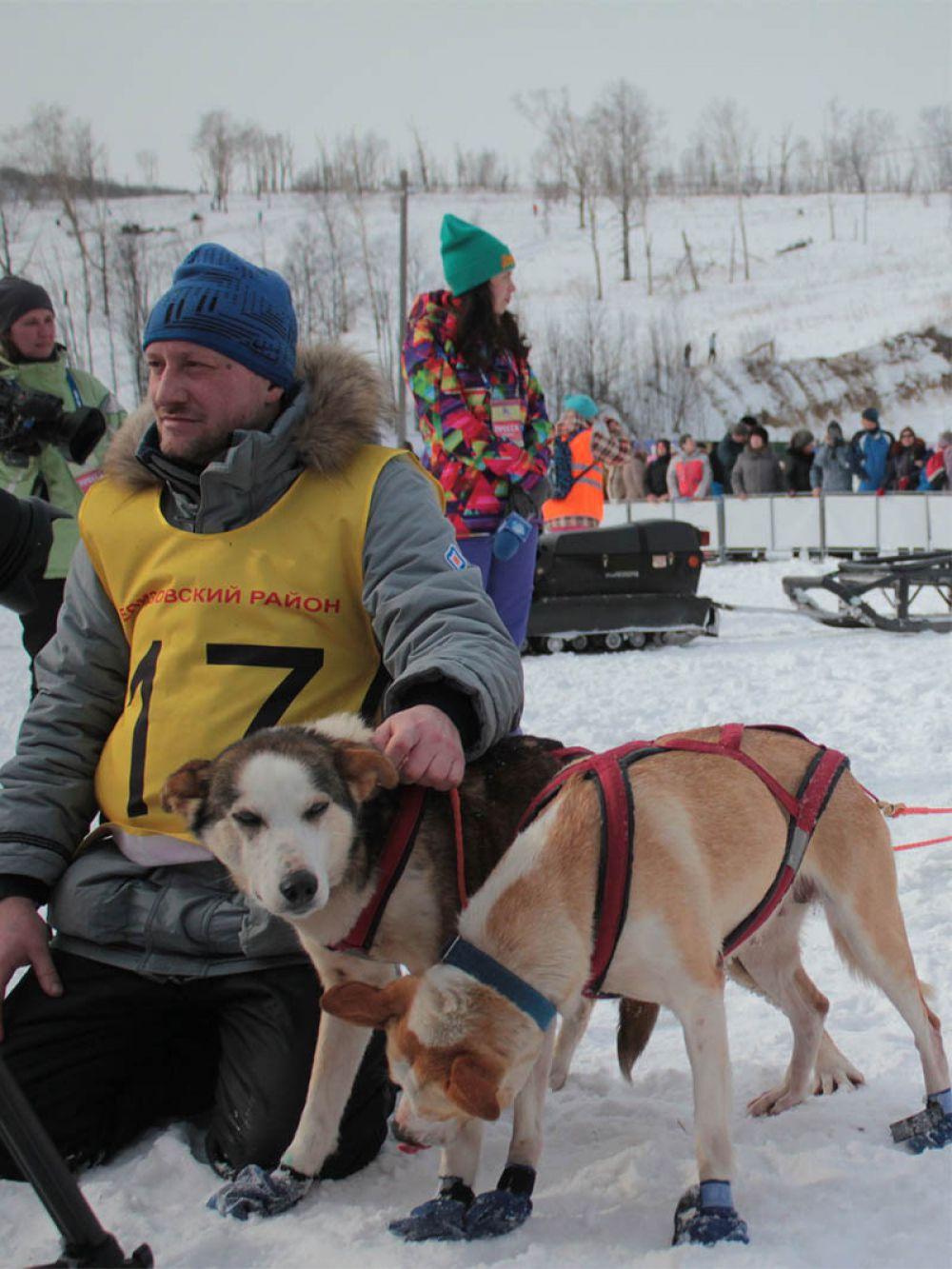 В спринте участвовали спортсмены из Петропавловска, Елизовского, Быстринского, Мильковского и Тигильского районов края, а также каюр из Ленинградской области.