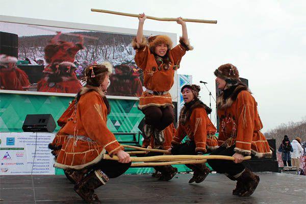 Для гостей праздника выступили национальные коллективы.