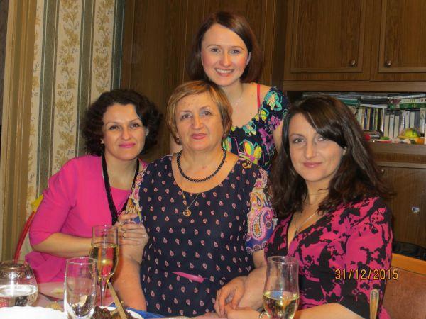 Потёмкина Ольга с мамой Таисией и сестрами Галиной и Ольгой.