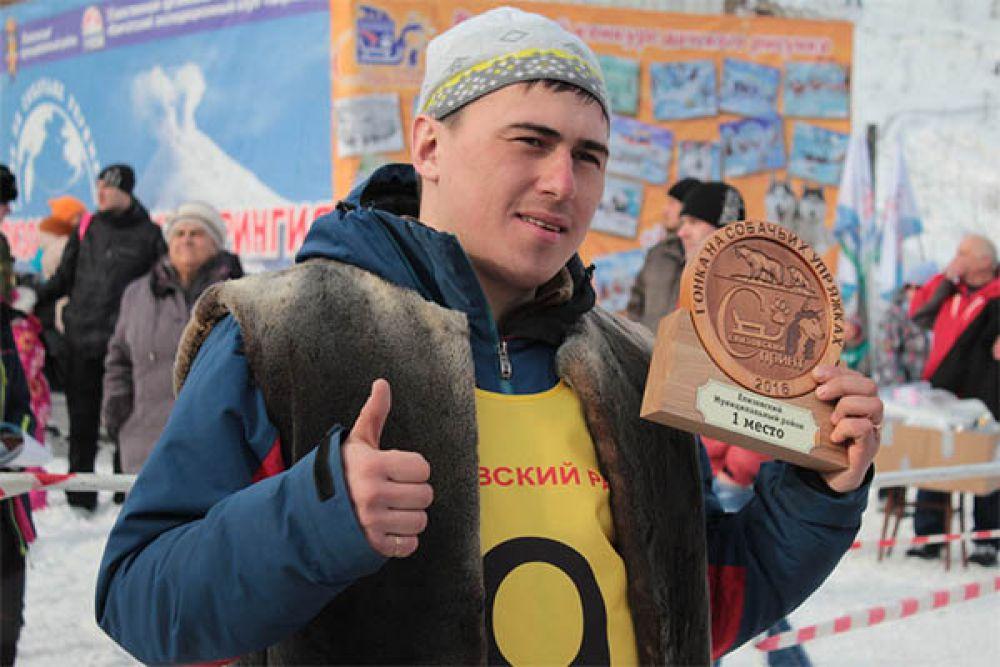 В результате упорной борьбы лидером зачёта стал каюр из села Усть-Хайрюзово, участник основной гонки «Берингия-2016» Валентин Левковский.