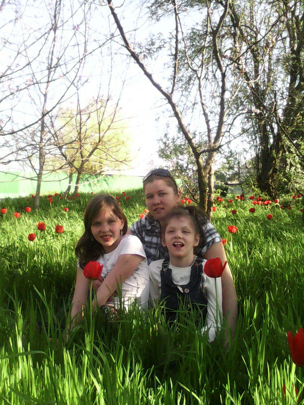 Марина Кибирева с дочерьми Яной и Владой.