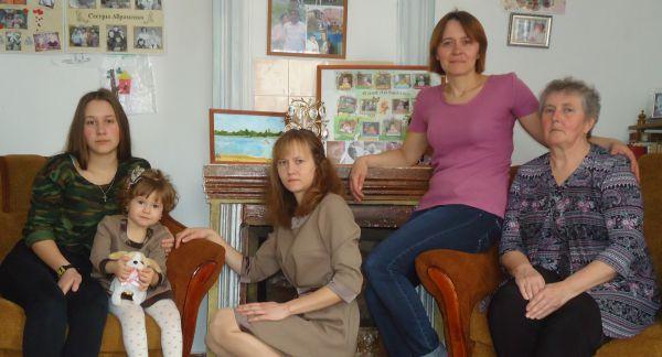 Турунтаева Варвара с мамой Аллой Ивановной, дочерью Ярославой, сестрой Светланой и племянницей Александрой.