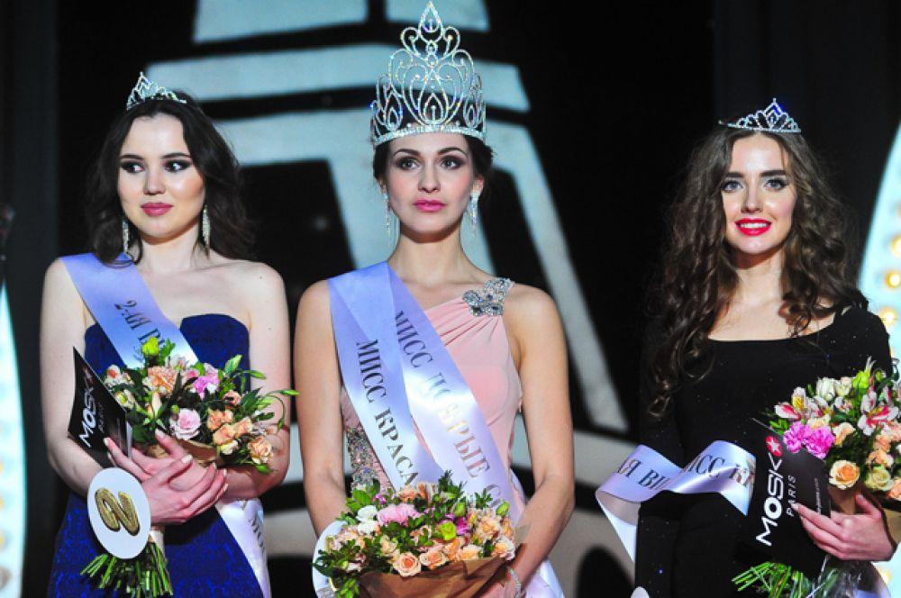 Победительницы конкурса: Елена Петухова, занявшая первое место (в центре), Татьяна Макарова, занявшая второе место (справа), Светлана Дронова, занявшая третье место (слева).