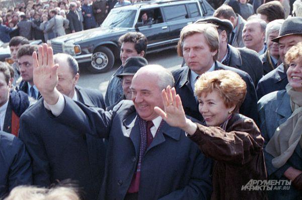 С женой Раисой Максимовной во время визита в Болгарию, 1985 год.