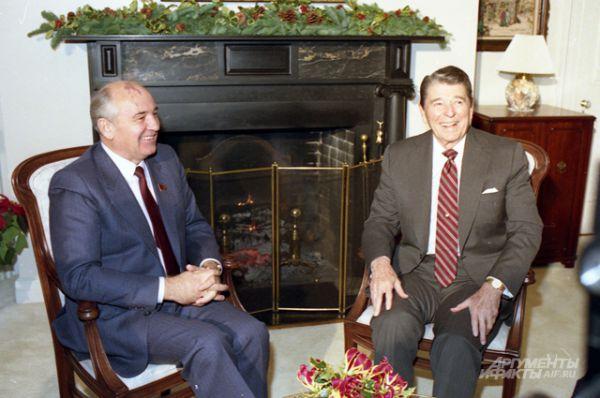 Рональд Рейган и Михаил Горбачёв в Нью-Йорке, 1988 год.