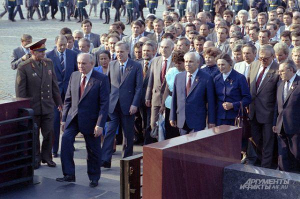 Михаил Горбачёв на последнем XXVIII съезд КПСС, 1990 год.