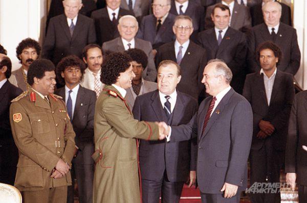 Встреча Михаила Горбачёва с лидером Ливийской Джамахирии Муаммаром Каддафи в Москве, 1985 год.