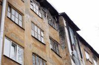 Комиссия приняла решение переселить жителей дома по ул. Петропавловская, 14, в манёвренное жильё.