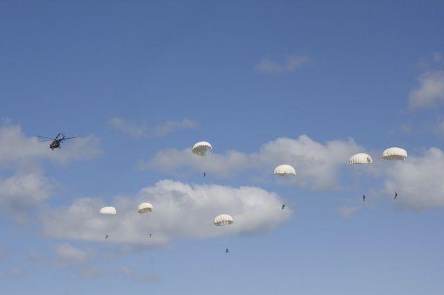 Мать погибшего парашютиста отсудила компенсацию у авиаклуба под Гвардейском.