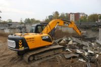 Горы мусора в районе улицы Петрозаводской появились после сноса аварийных домов.