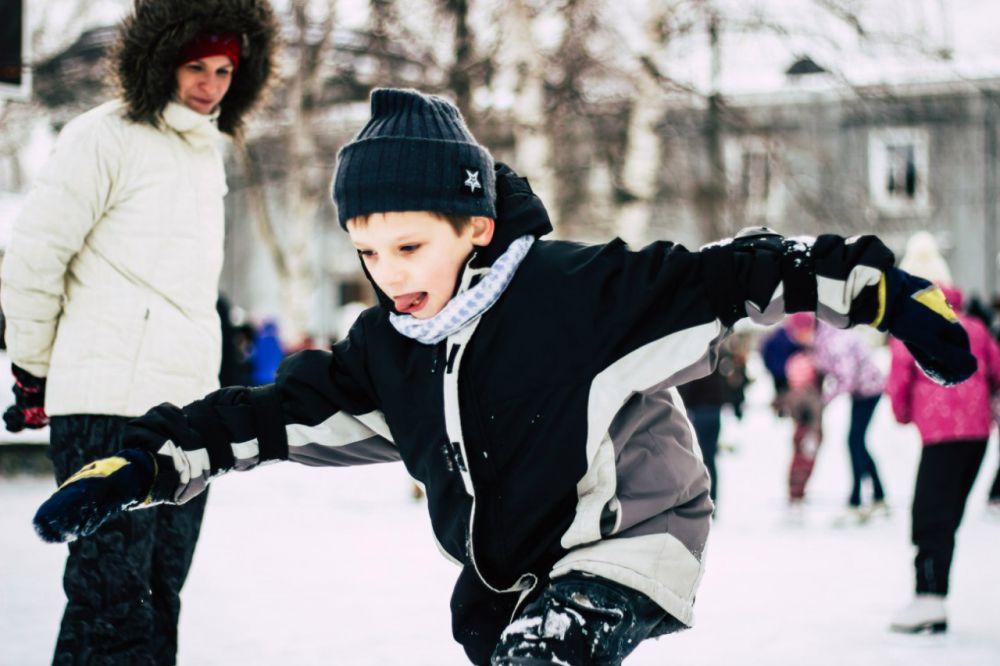 Детвора была увлечена коньками