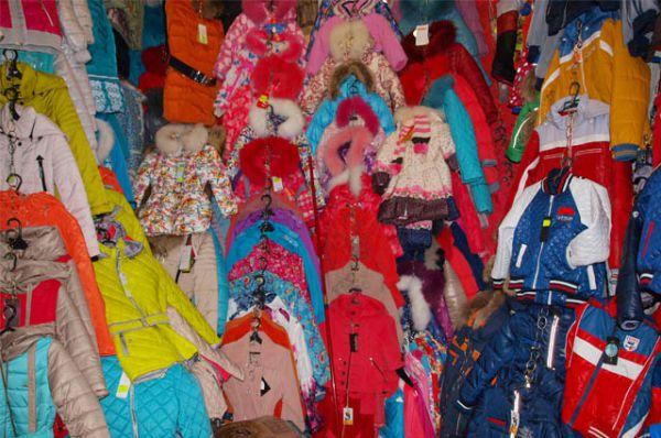 ТК ООО «Рассвет» предлагает большой выбор одежды и обуви для детей. Здесь же вы можете купить игрушки и канцтовары.