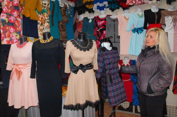 На Тракторном рынке огромный выбор нарядов, как для торжественного случая, так и для повседневной носки.