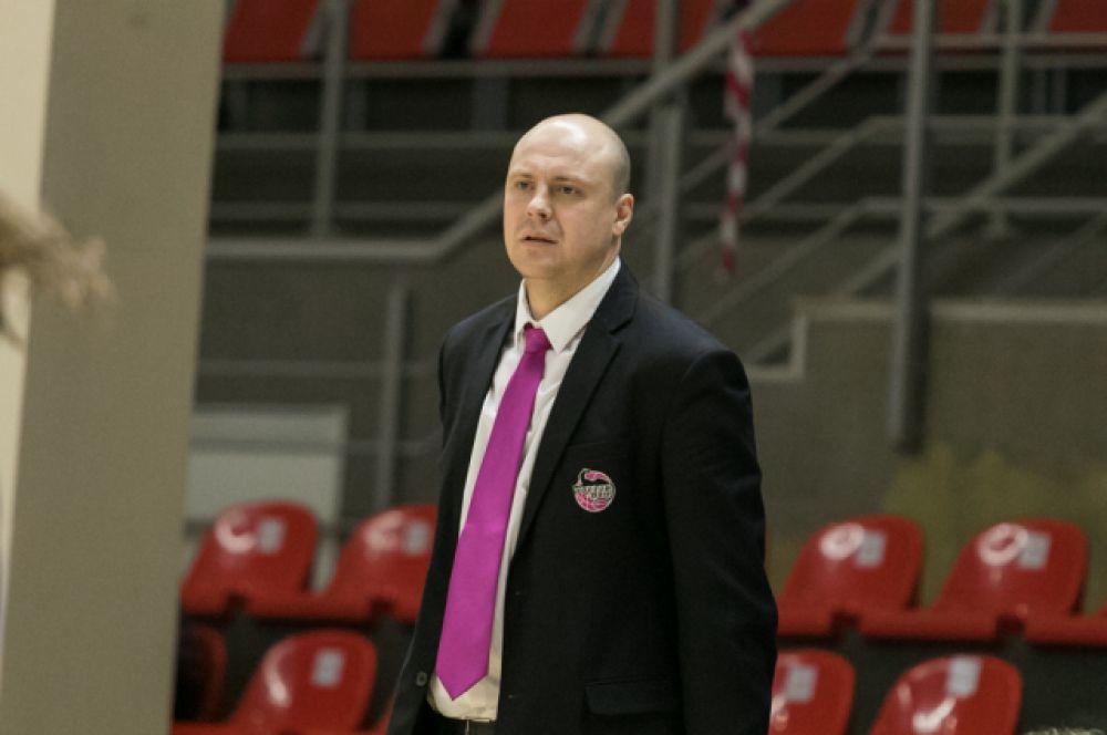 «Девочки хорошо сыграли в защите», - отметил после матча главный тренер БК «Ростов-Дон-ЮФУ» Андрей Бабичев.