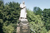 Памятник генералу Ватутину в Киеве.