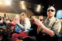 Телеканалов предлагают сотни, но ни на одном нет таких фильмов для слепых.