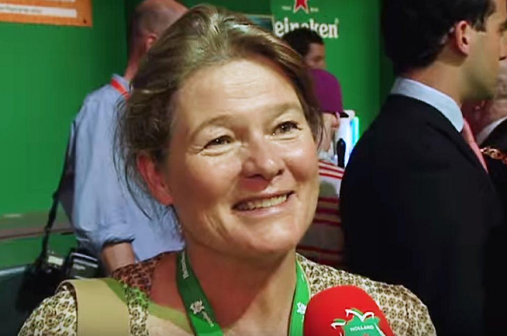 Владелица контрольного пакета акций Heineken нидерландка Шарлен де Карвальо-Хейнекен с капиталом в $12,3 миллиардов  — на восьмом месте.
