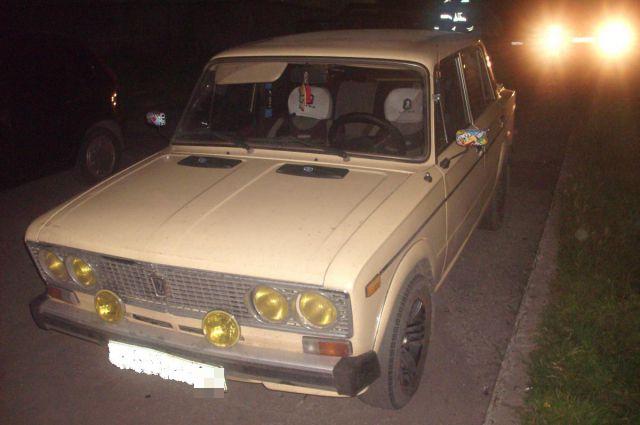 ВАЗ-2106, который пытались угнать злоумышленники, принадлежит 27-летнему жителю Кировского округа.
