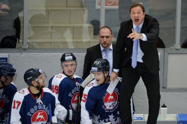 Петерис Скудра (на снимке - крайний справа) - теперь главный старожил Континентальной Хоккейной Лиги.