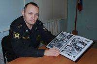 Художник в погонах - в прошлом учитель ИЗО и черчения.