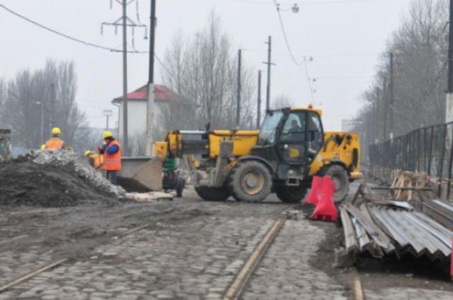 С ремонтируемого моста на ул. Суворова сняли полуметровый слой асфальта.