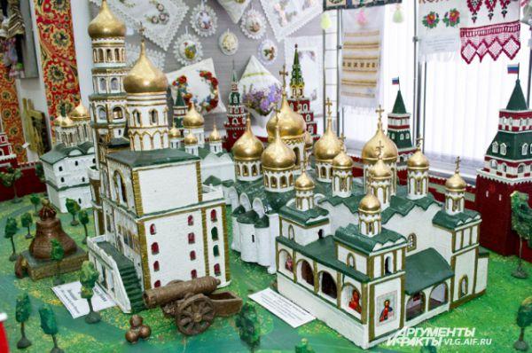 Умелец точно воссоздал все части Кремля.