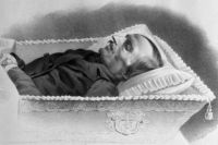 От чего на самом деле умер писатель, не известно до сих пор.