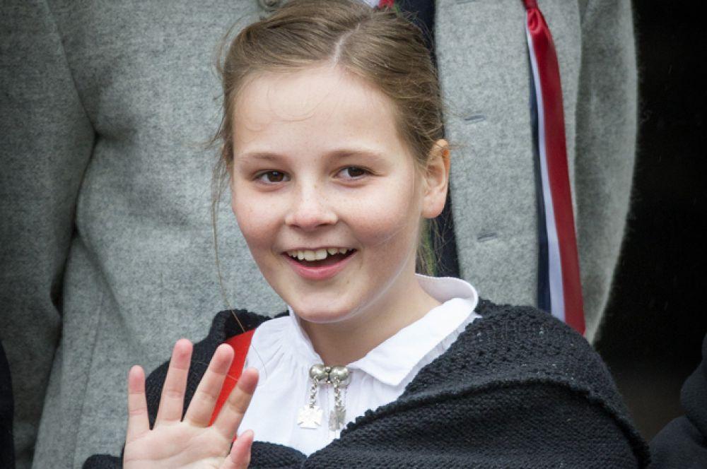 Её Королевское Высочество Ингрид Александра, принцесса Норвегии — старшая дочь наследного принца Норвегии Хокона и его супруги Метте-Марит, внучка короля Харальда V —родилась 21 января 2004 года в Осло.