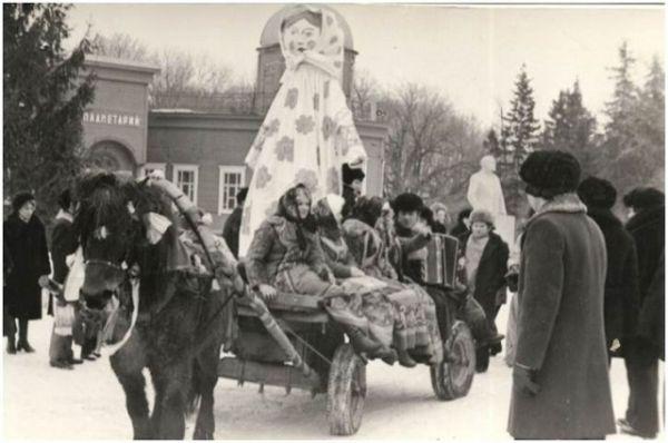 60-е годы - Масленица одета так же, как гостьи прадника.