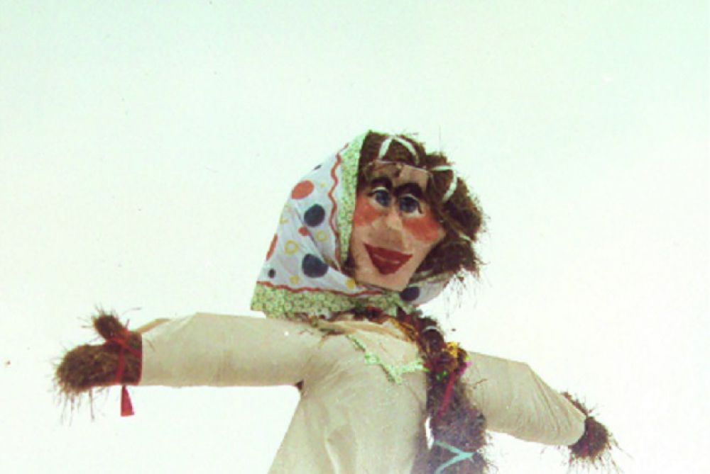 Масленица-97 с лицом из картонной коробки.