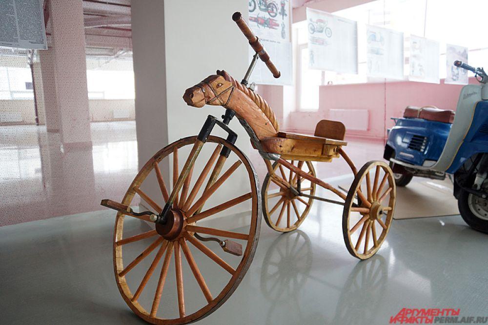 Жемчужиной выставки стал деревянный велосипед «Костотряс, который всех потряс». Его изготовил прикамский крепостной в позапрошлом веке.