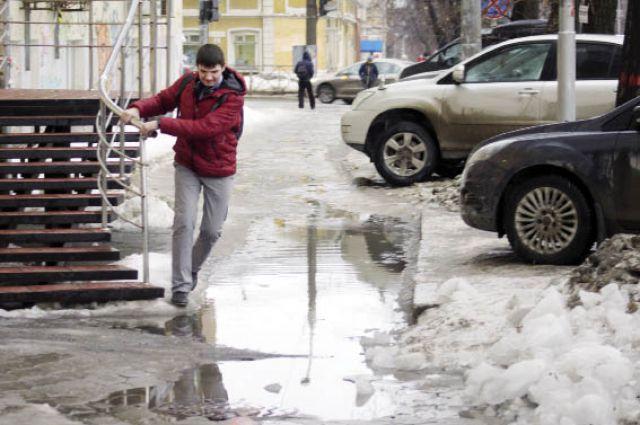 При тщательной механической очистке улиц от снега реагенты и навыки альпинистов не нужны.