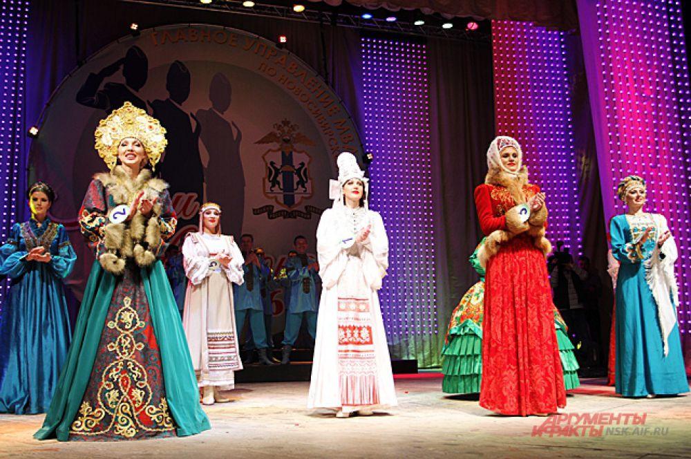 В народных костюмах переплелись элементы разных культур.