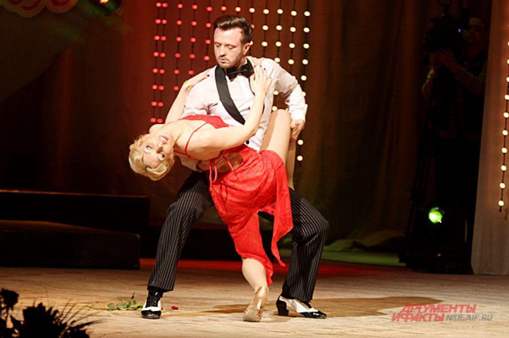 Дина Токарева, старший лейтенант полиции из Новосибирска показала страстное танго.